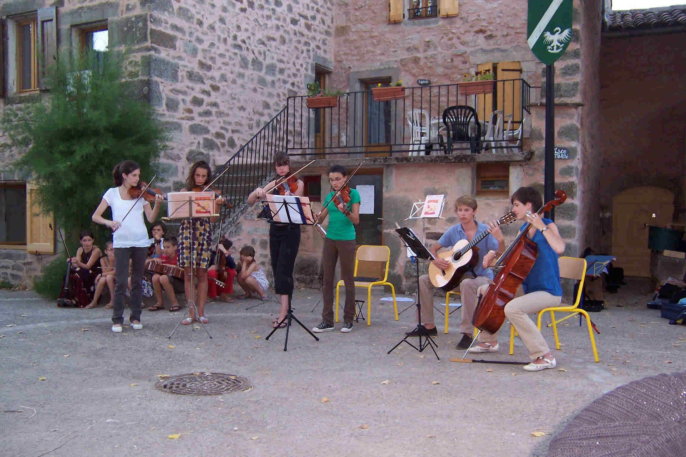 Concert sur la place du village